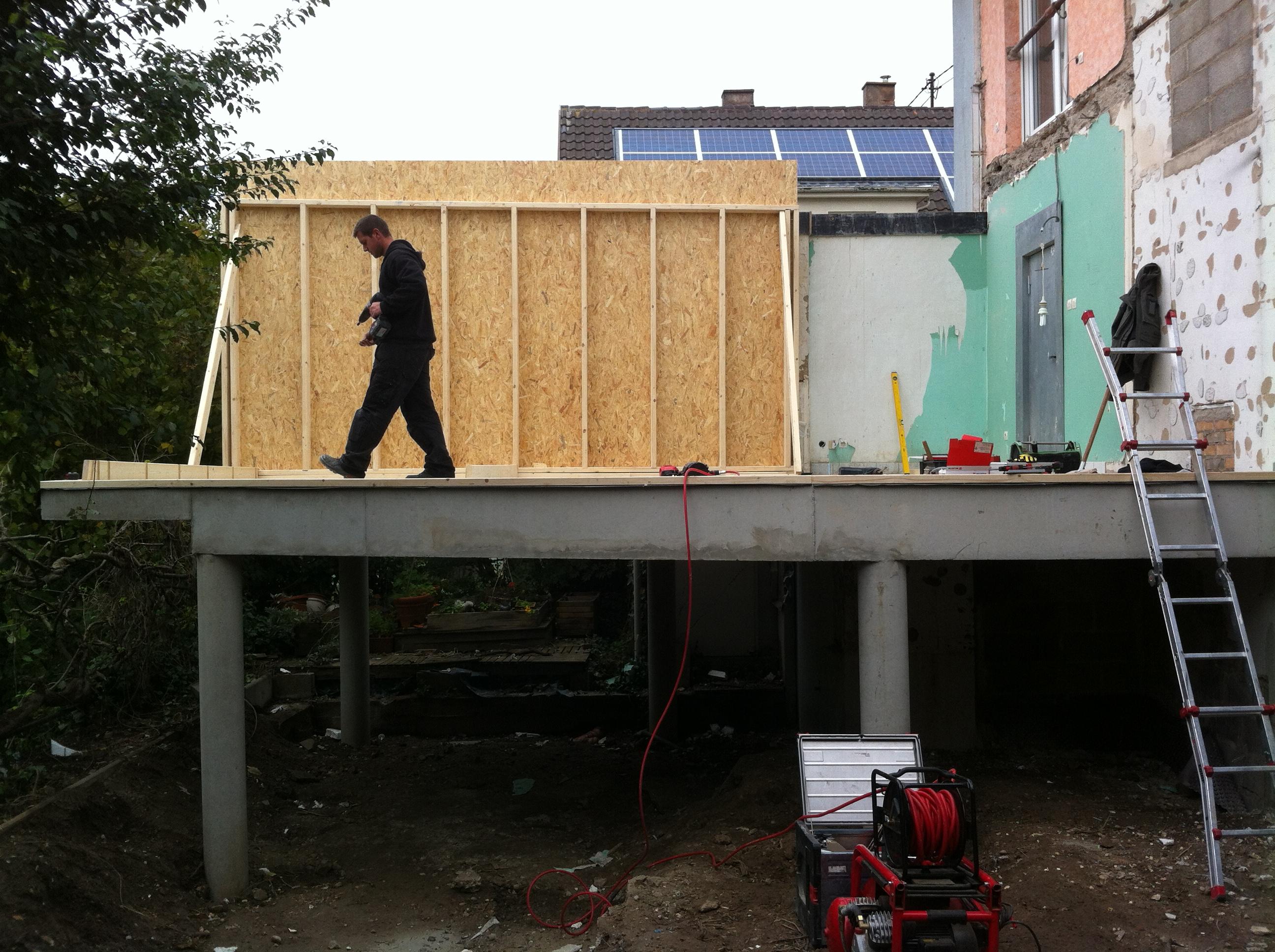 extension maison pilotis perfect maison moderne sur. Black Bedroom Furniture Sets. Home Design Ideas